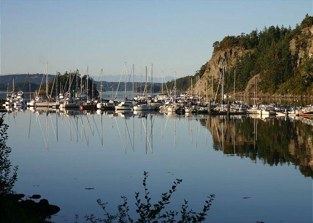 The Cottage is within walking distance of the marina.