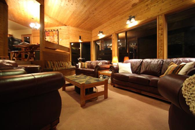 spacious living room, ideal for games, conversations or meetings
