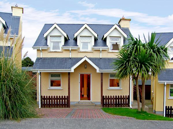9 RAVENS POINT COTTAGE, family friendly, with a garden in Curracloe, County Wexford, Ref 3745 - Image 1 - Curracloe - rentals