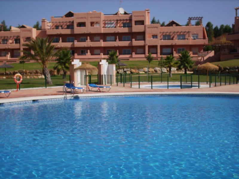 Poolside Casares apartment in tropical gardens. - Poolside Casares Apartment, A/C, Beach, WiFi - Costa del Sol - rentals