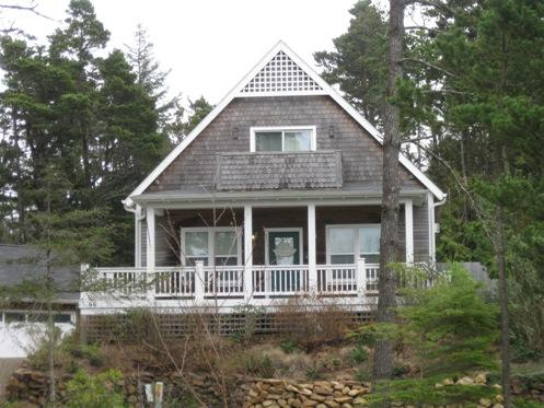 Breeze On Inn - peek of the ocean - Image 1 - Depoe Bay - rentals