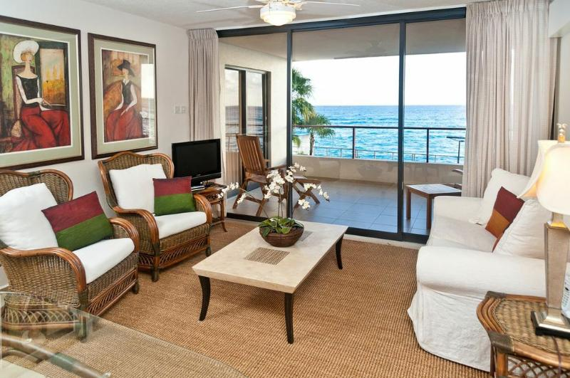 Living room with gorgeous sea view