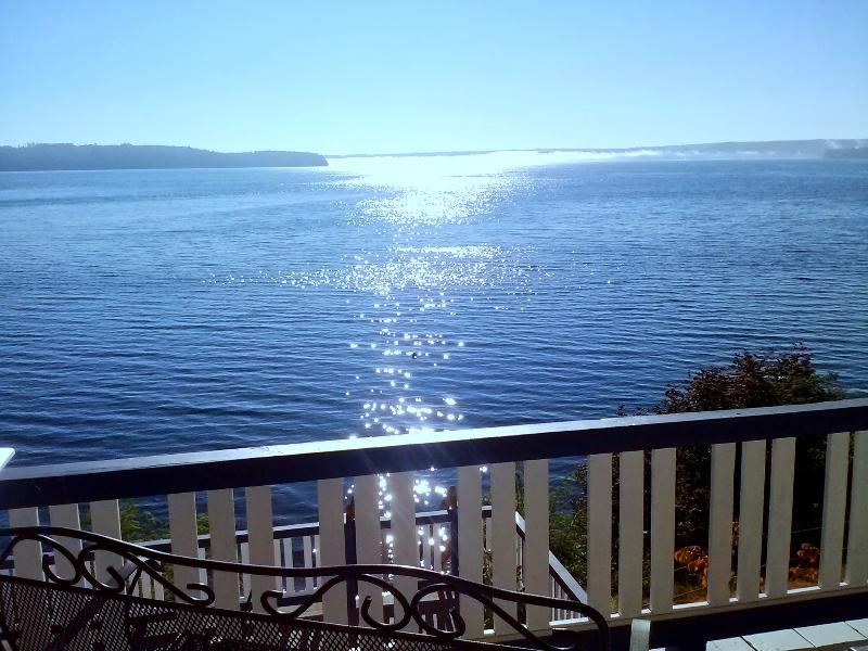 Spectacular Hood Canal waterfront + Mt Rainier views. Covered lanai 4 wildlife and views any time!