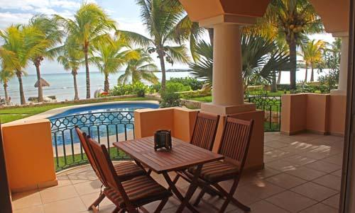 Fabulous Ground Floor Location in Front of Pool & Beach