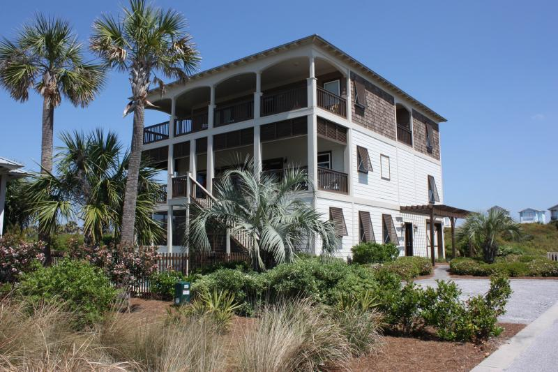 Neptune's Retreat is located on a gated Gulf Front Cul-de-Sac
