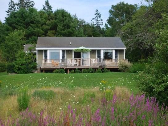 The Turkey Cove Cottage is just minutes from Port Clyde, Tenants Harbor and Drift Inn Beach