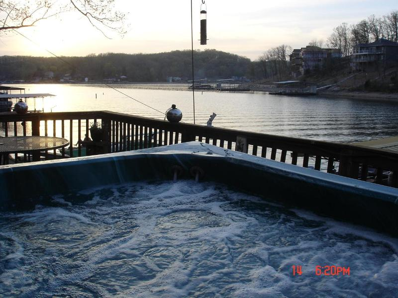 Hot Tub at the waters edge!!