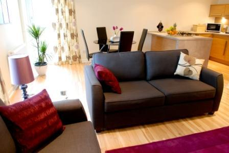 Offering guests a modern & stylish lounge with dining area