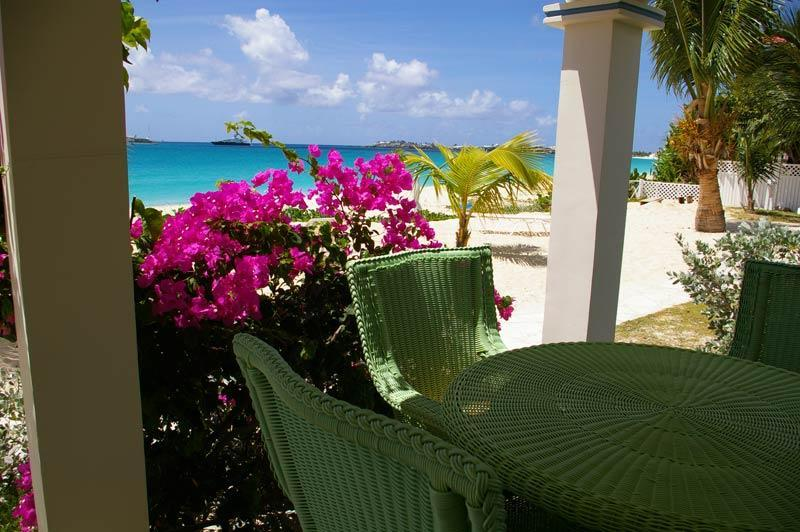 Barefoot is located directly on Simpson Bay Beach