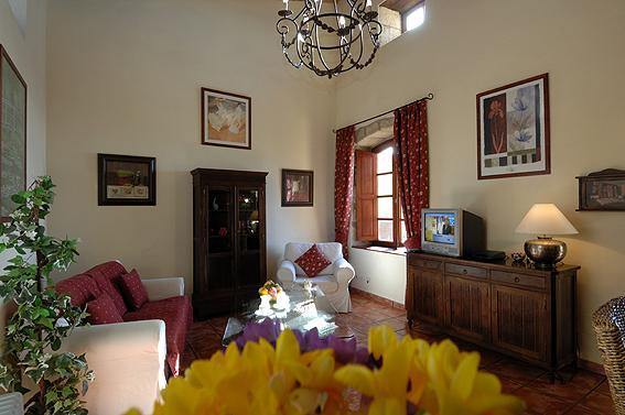 Hibiscus Cottage interior.