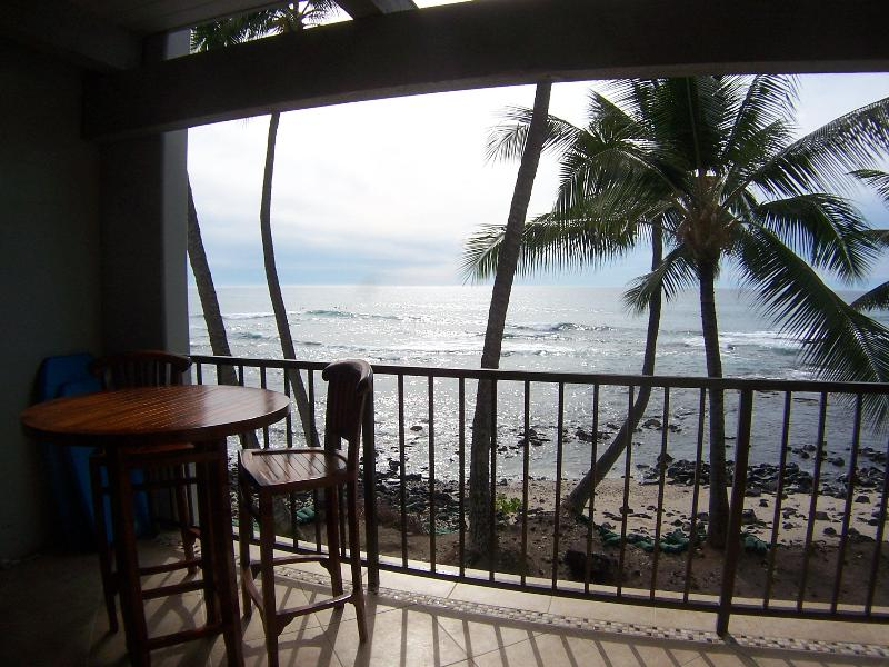 dine on the lanai - Direct Oceanfront Condo - Kailua-Kona - rentals