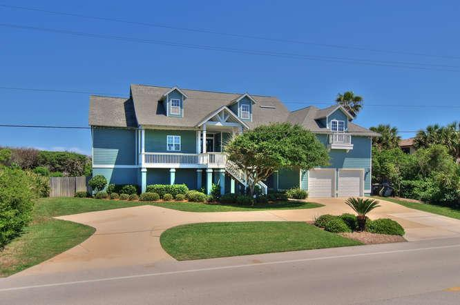 Seawatch front elevation - lots of parking - ocean directly behind - Perfect!