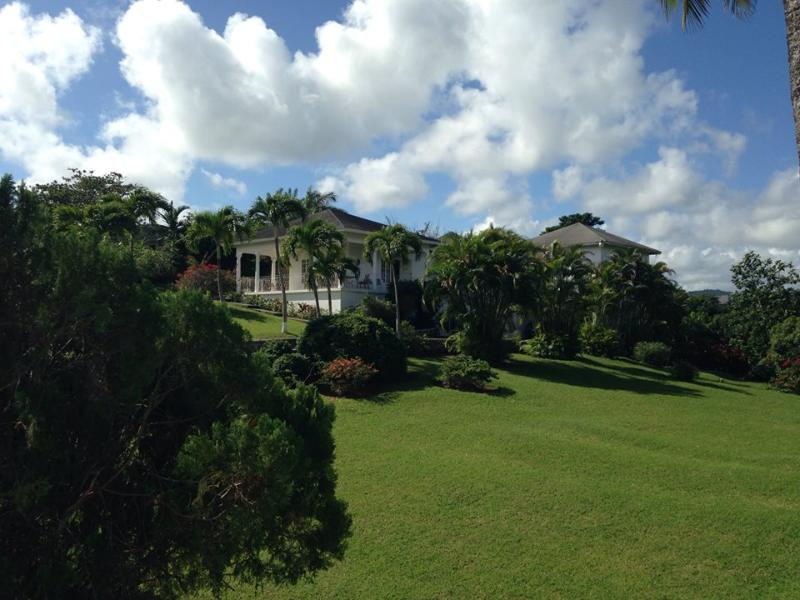 Lansdowne is located in the prestigious Upton Country Club in the hills above Ocho Rios.