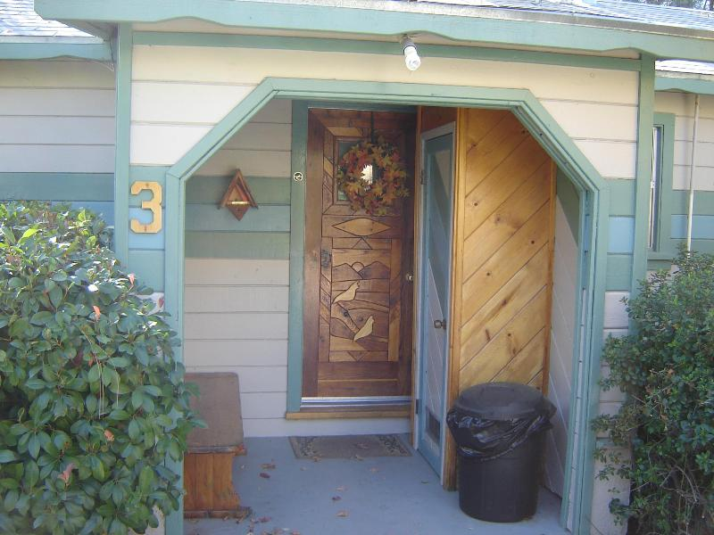 Kern Riverbend Cottage Entry from parking area, enters into the kitchen