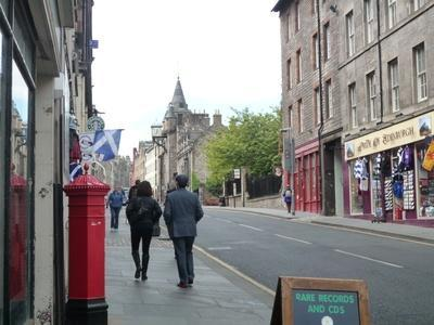 Looking up the Royal Mile from Bull's Close