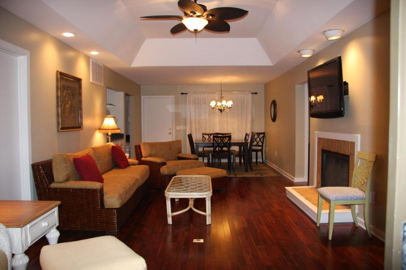 Family room  - 3BR Inlet Cove near beach, pool/dock - Kiawah Island - rentals