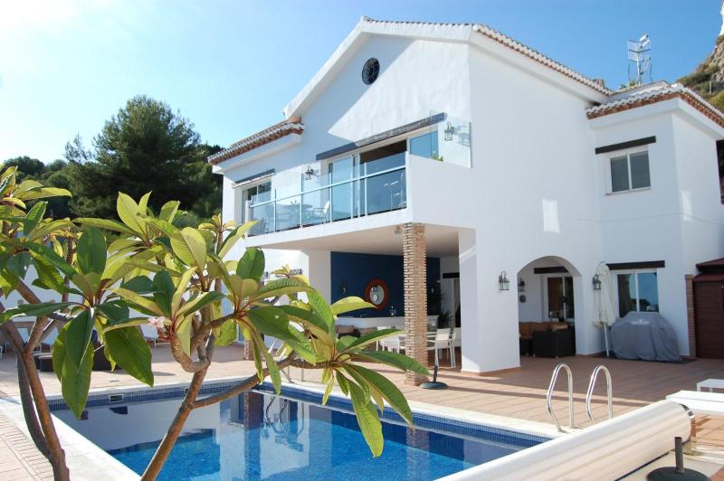 Luxury villa with heated pool, hot tub & sea views - Image 1 - Salobrena - rentals