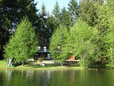 Lake side on Robinson Lake - Robinson Lake Retreat - Lakefront Country Home in the Comox Valley - Comox - rentals