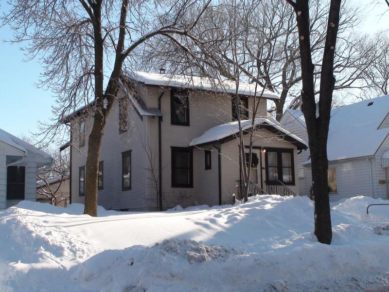 We've got gorgeous snow this winter! - Near Everything! Duplex on Minnehaha Park & Creek - Minneapolis - rentals