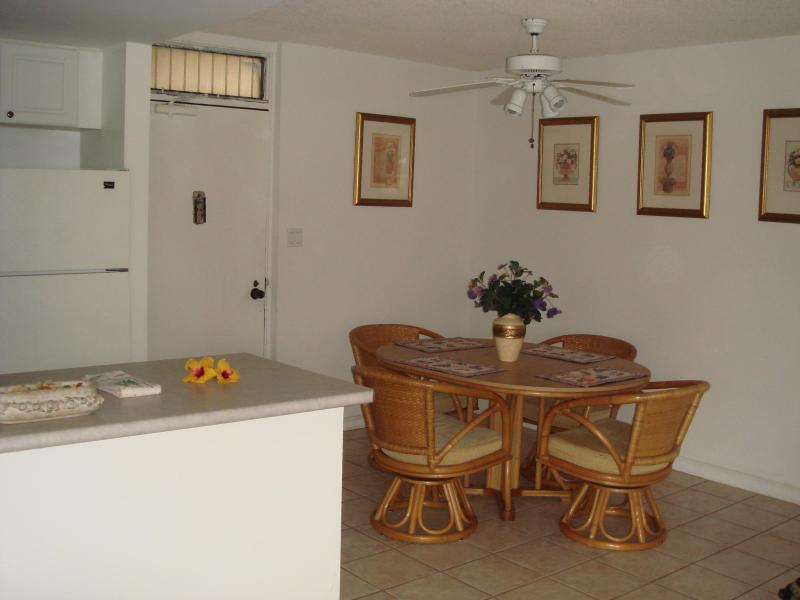 Entrance/dining area - Breathtaking clear ocean view, incredible value - Kihei - rentals