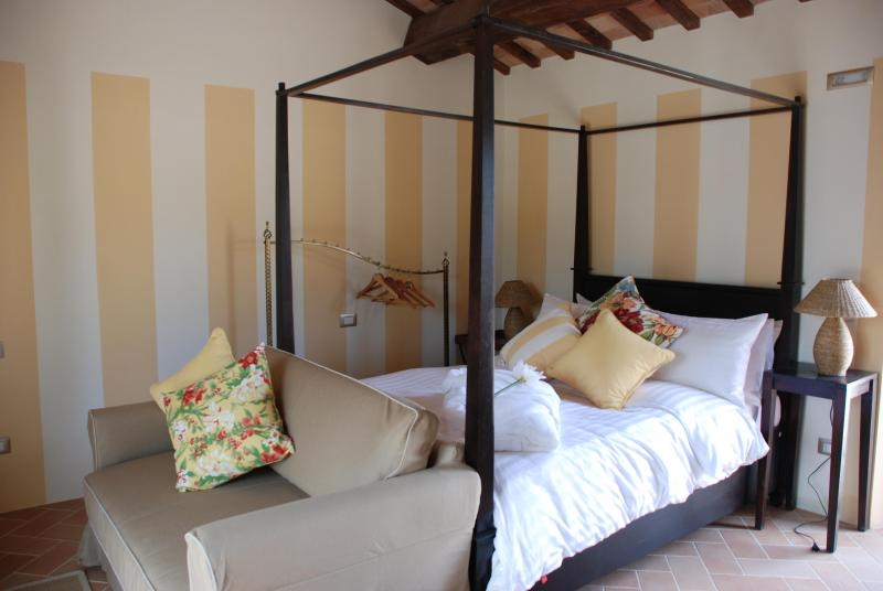 Apartment four-poster beds