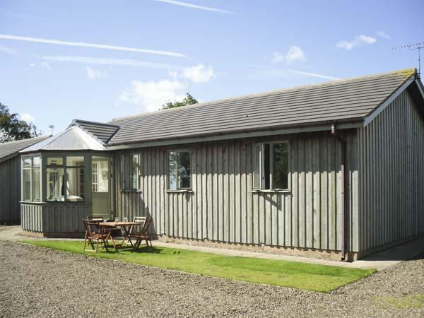 MARY ROSE COTTAGE, family friendly, country holiday cottage, with a garden in Warkworth, Ref 1031 - Image 1 - Warkworth - rentals