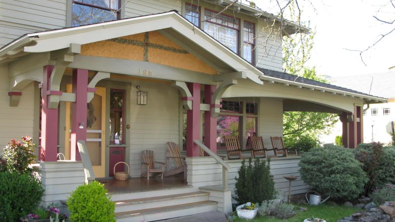 Exterior to front porch & entry off PIoneer Street