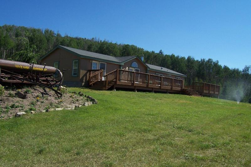 Aspen Hills Retreat - backdrop of beautiful forest with Pine and Aspens- natural beauty