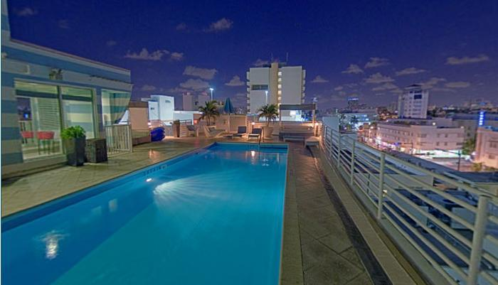 Roof Top Pool City View