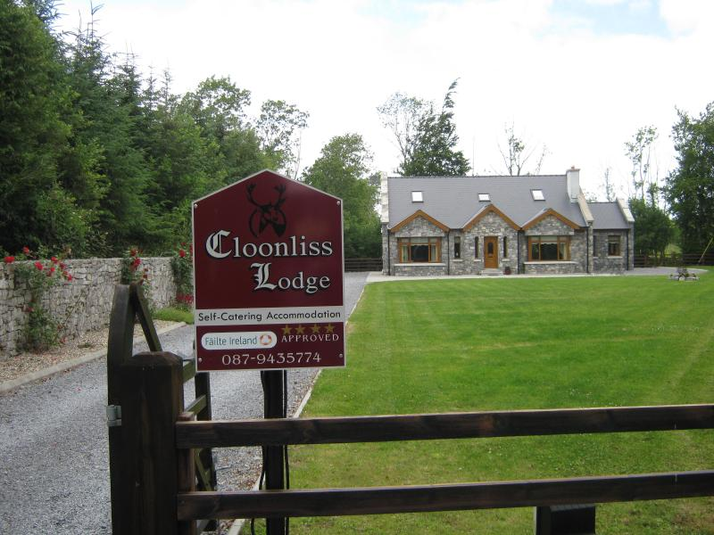 Cloonliss Lodge Self Catering Holiday Home on Private Grounds - Ideal Base for Touring the West