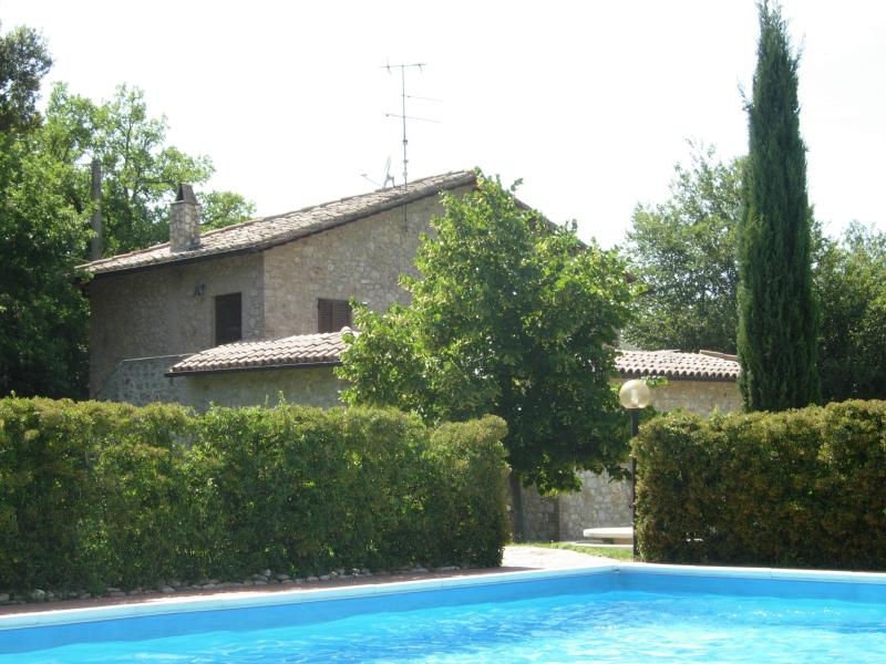 outside view with pool - Villa del Rio - Montecchio - rentals