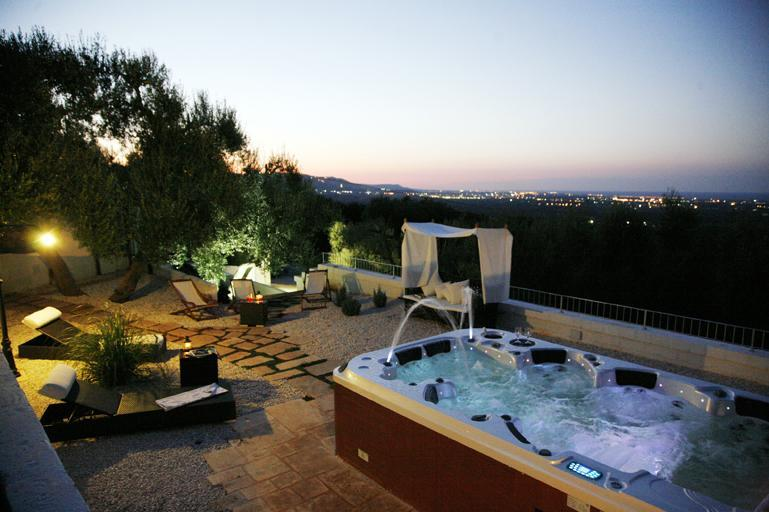 one of the panoramic  terrace  + Jacuzzi 7 places