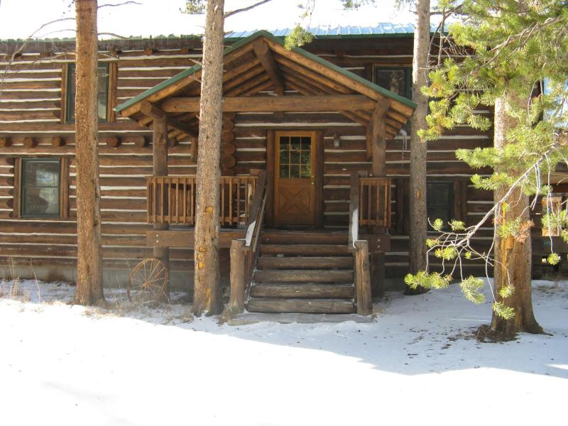 The Lodge At Sun Valley Ranch/4 bdrm.Rate for 8 is $340/Night.More people, add $10.00/night