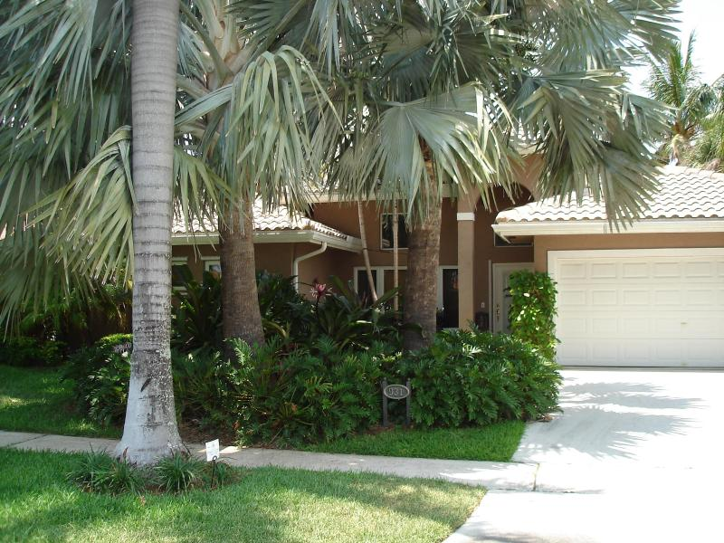 Front Exterior w/Tropical Landscaping