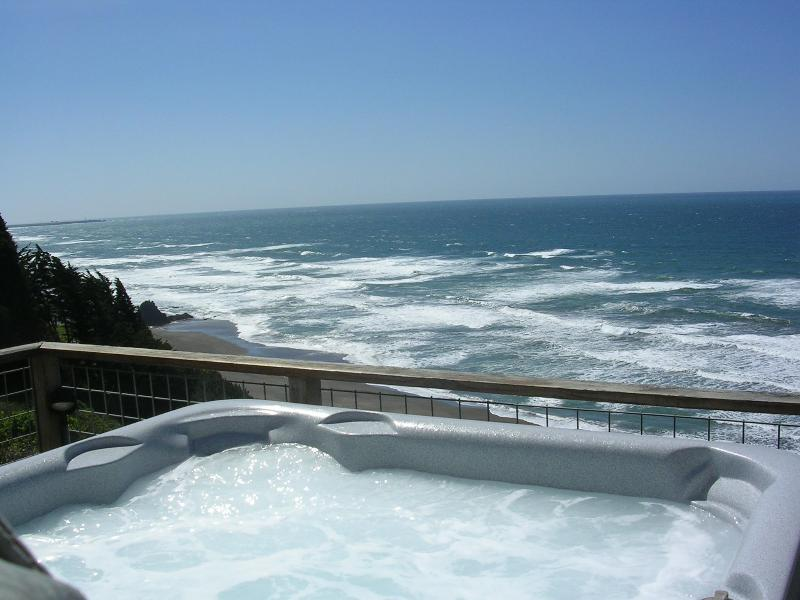 Hot Tub overlooking the surf
