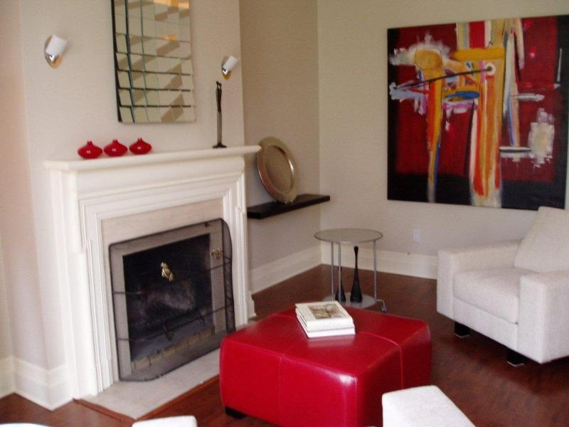 Quiet time in front of the fireplace! - Le Selkirk - Intimate & Sophisticated - Montreal - rentals