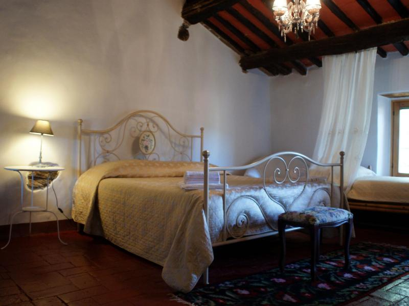 Double Room & Single bed/lounge