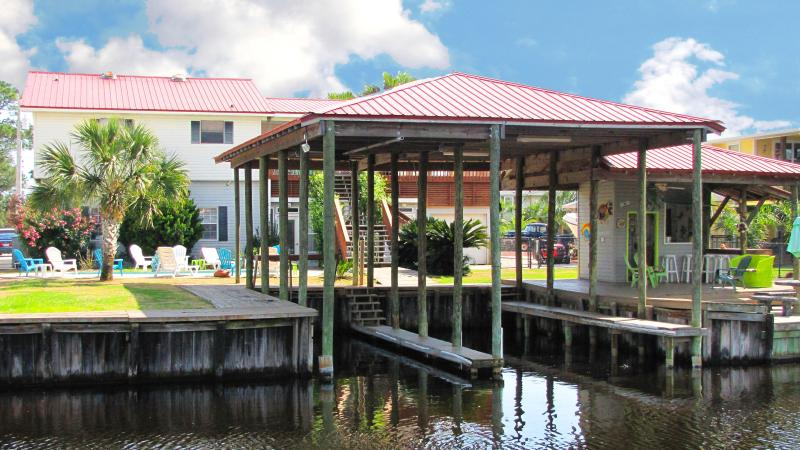 Waterfront~Private Home~2 Covered Boat Slips~Private Pool~Sleeps 15 Comfortably!