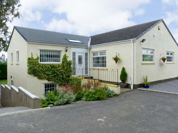 WHITE GABLES, family friendly, country holiday cottage, with a garden in Great Clifton, Ref 4587 - Image 1 - Workington - rentals