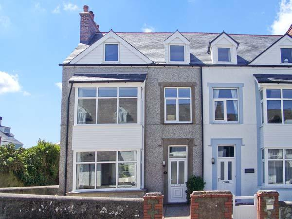 SEASHELLS, NO. 1 BEACH ROAD, family friendly, with a garden in Rhosneigr, Ref 6260 - Image 1 - Rhosneigr - rentals