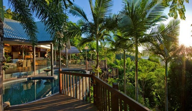 Open plan luxury looking over the Coral Sea