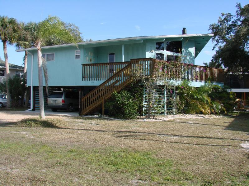 Fort Myers Beach Sunset House 300 yards from the GULF OF MEXICO!