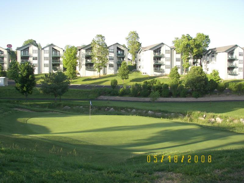 Complex on The Greens at Thousand Hills