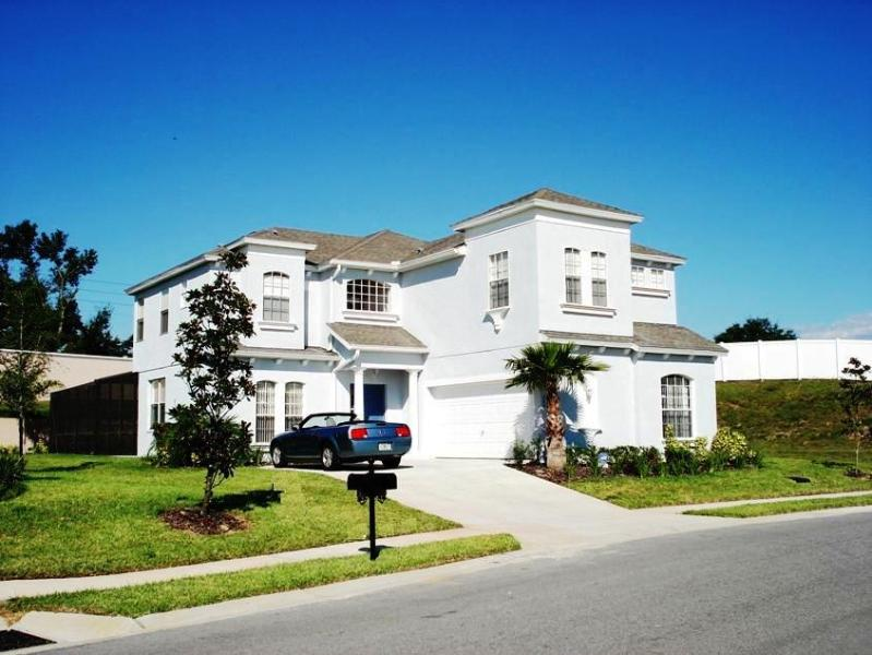 Vaughan Villa on Oversized Corner Lot - Stunning Executive 6 bed Villa 15mins from Disney - Orlando - rentals