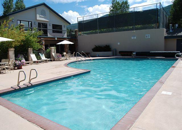 Outdoor heated pool, hot tub and tennis courts