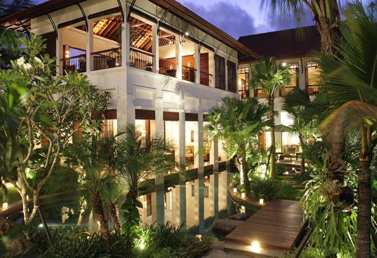 Villa Batavia at Night