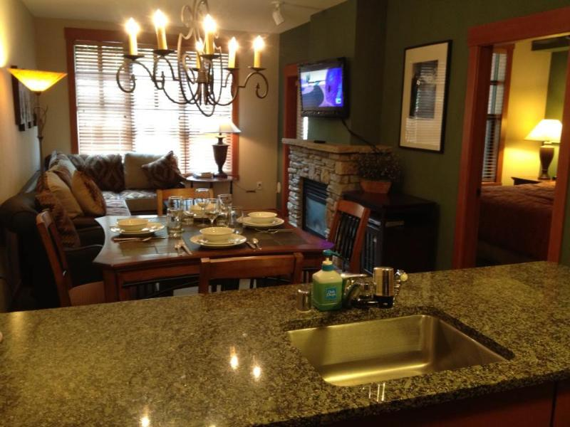 New: Dinning Table & Chairs,Flat Screen TV