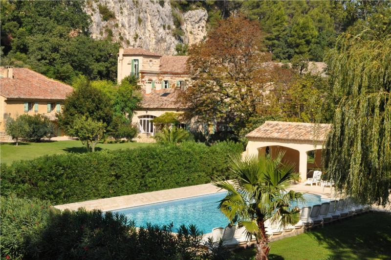 A large stunning swimming pool for those hot afternoons after touring Provence