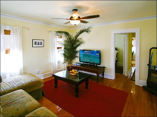 Large Family Room ~ 47' LED HDTV ~ High Speed Wi-Fi ~ HBO, Showtime, Cinemax