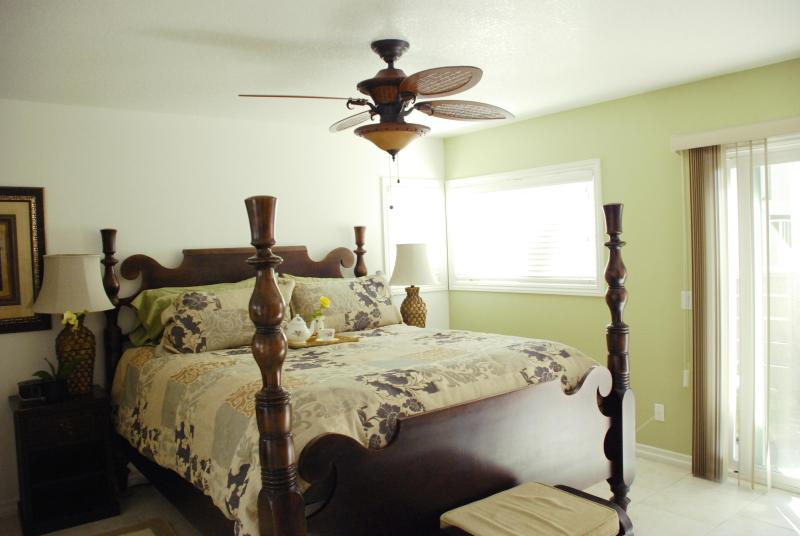 King size bed in Master Bedroom - Bahama House 3 bed-Walk to Beach-Available Monthly - Dana Point - rentals